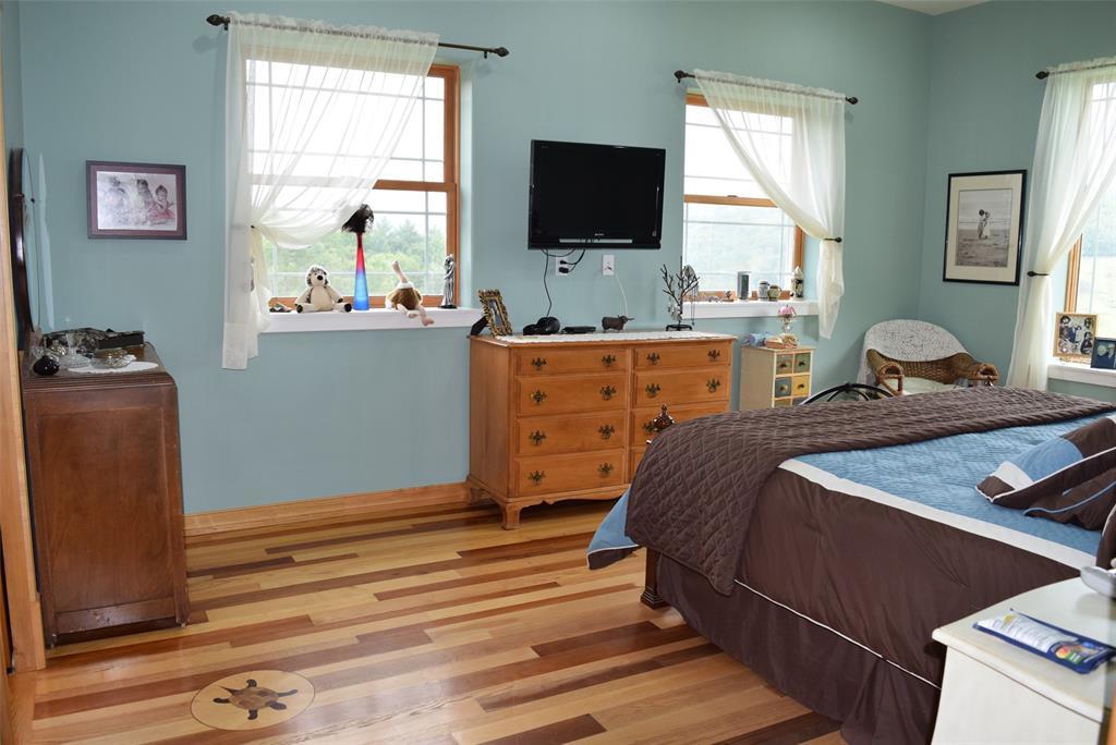 Beautiful 1st Floor Master Bedroom/Suite!